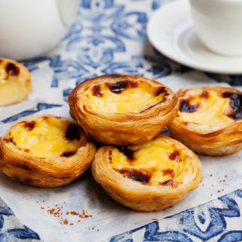 Isteni, portugál pudingos kosárkák: a mutatós finomság leveles tésztából készül