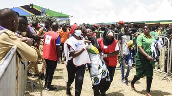 Csaknem félszáz embert tapostak halálra Tanzánia volt elnökének gyászszertartásán