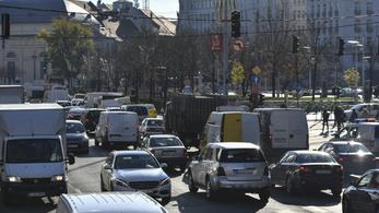Továbbra is kaotikus a díjmentes parkolás