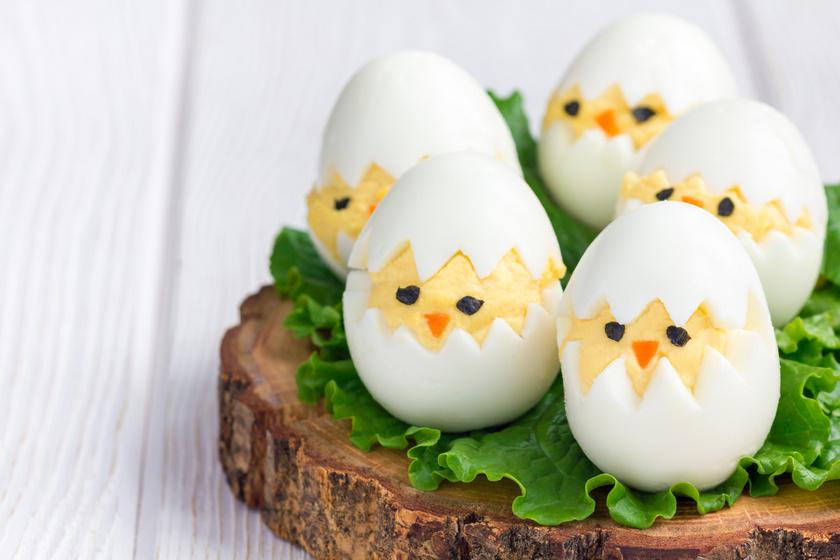 Isteni húsvéti csibék töltött tojásból: így tálald kreatívan
