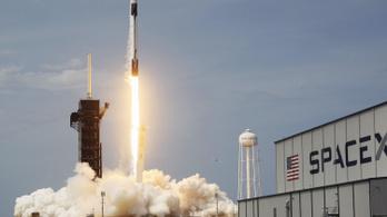 Teljessé vált a SpaceX amatőr missziójának a legénysége