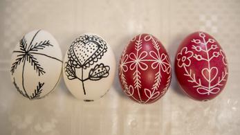 A húsvéti tojást előbb írják, csak utána festik
