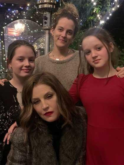 Lisa-Marie Presley-t így köszöntötte fel három lánya 2021 februárjában 53. születésnapján.