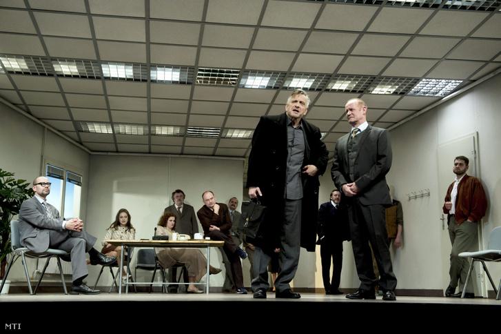 Mácsai Pál (j3) dr. Bernhardi és Epres Attila (j2) dr. Winkler szerepében Arthur Schnitzler A Bernhardi-ügy című színművének próbáján az Örkény Színházban 2015. március 24-én