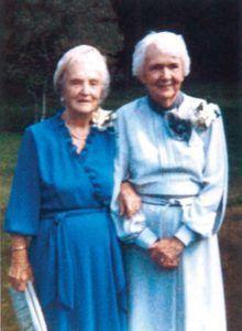 Marston halála utána a két nő még 38 évig (Olive haláláig) együt maradt.