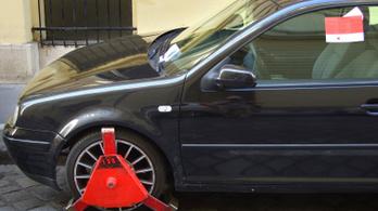 Védené magát a turistáktól Szentendre, bevetik a kerékbilincset