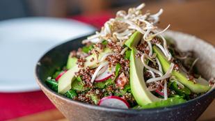 Barnarizs-tabbouleh keménytojással – így még tartalmasabb lett egyik kedvenc salátánk