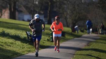 Sportolás maszk nélkül: semmit sem ér a másfél méteres távolság