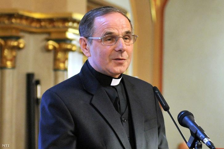 Dolhai Lajos az Egri Hittudományi Főiskola rektora beszél 2012. május 14-én.