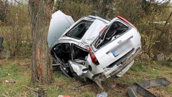 Az autó totálkárosra tört, vezetője könnyű sérülésekkel megúszta Debrecenben