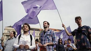 Újabb petíciót indít a Momentum, a külföldön élők voksaira is számítana