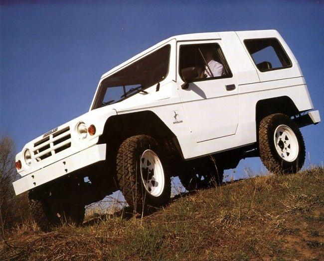A Magyar Honvédség járműtenderén lett volna esélye az Ikarus terepjárónak. Az első könnyűterepjáró beszerzést azonban az MH csak 2015-ben írta ki