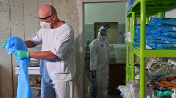 Ukrajnában 433 halottja volt egy nap alatt a járványnak