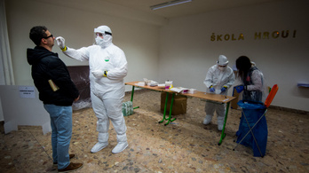 Háromezer alá csökkent a kórházban ápolt koronavírusos betegek száma Szlovákiában