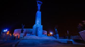 Ezért borulnak ma kékbe Magyarország ikonikus épületei