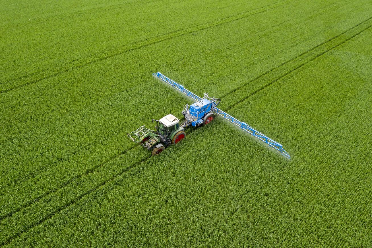 traktor-mezőgazdaság-permetezés
