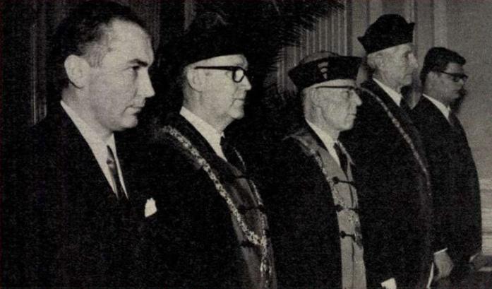 Gyógyszerészavatáson dr. László Ferenc mellett dr. Guba Ferenc rektorhelyettes