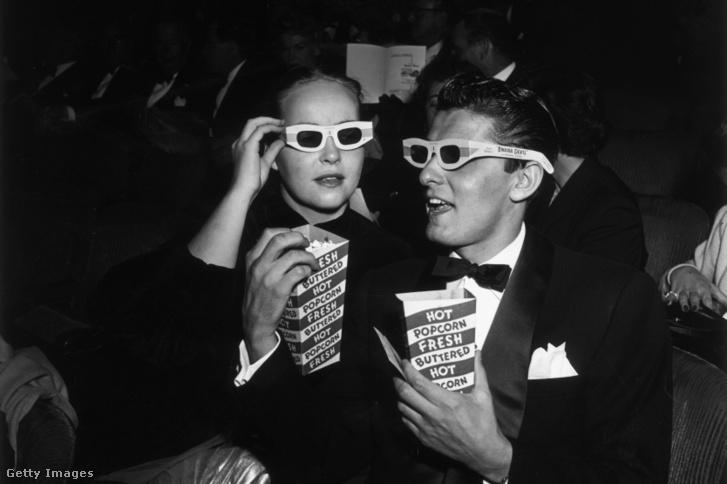 Pattogatott kukorica egy amerikai moziban 1952-ben