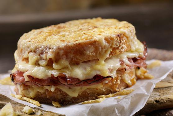 Egy nagy adag sajttal melegszendvicsként is tálalhatod.