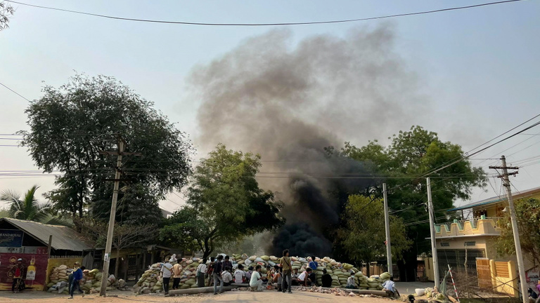 A hadsereg ismét tüzet nyitott a tüntetőkre Mianmarban