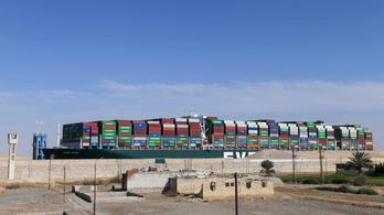 Az utolsó hajók is elhagyták a Szuezi-csatornát
