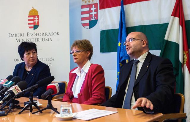 Marekné Pintér Aranka és Hoffmann Rózsa közös sajtótájékoztatója január elején az iskolák állami fenntartásba kerüléséről