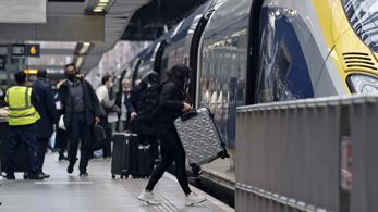 Színkódokat kapnak a külföldii útról hazatérő britek a koronavírus-járvány miatt
