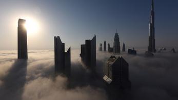 Csoportosan meztelenkedtek Dubajban, lehet, börtön lesz belőle