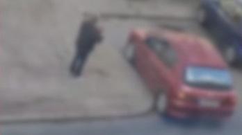 Videó: tíz percig tartott leparkolnia egy sofőrnek Budapesten