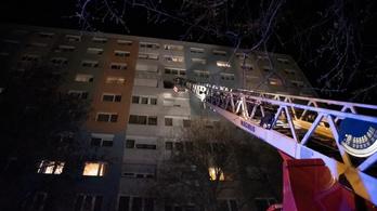 Holttestre bukkantak a tűzoltók húsvéthétfőn egy óbudai lakástűzben
