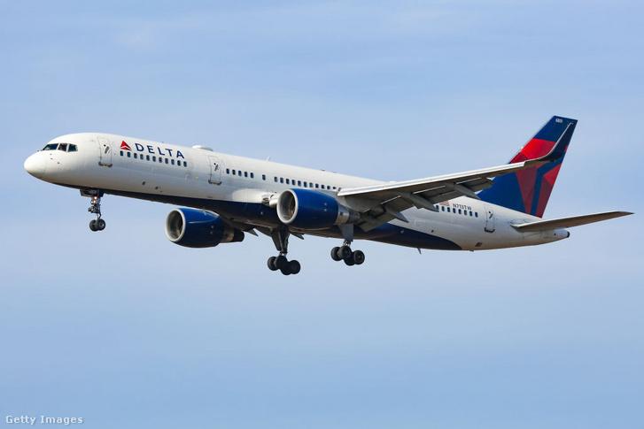 A Delta Airlines keskeny törzsű Boeing 757-ese leszállás közben