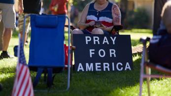 Egyre több amerikai fordul el a szervezett vallástól, taszítja őket a keveredés a politikával