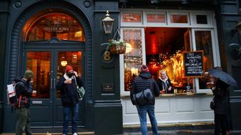 Boris Johnson pubba akar menni, az Egyesült Királyság is enyhít a korlátozásokon