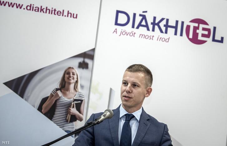 Magyar Péter a Diákhitel Központ vezérigazgatója a Magyar Fejlesztési Bank (MFB) épületében tartott sajtótájékoztatón 2019. június 19-én.