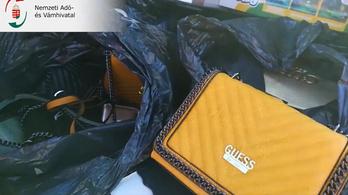 Hamis luxuscikkeket foglaltak le a pénzügyőrök az M7-esen 13 millió forint értékben