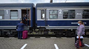 Nem tudja csökkenteni az utazási időt , a nappali járatokhoz is hálókocsikat csatol a román vasúttársaság