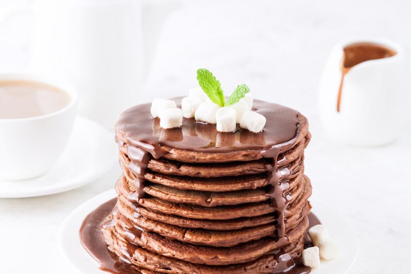 Kakaós tésztájú amerikai palacsinta: csokival leöntve még finomabb