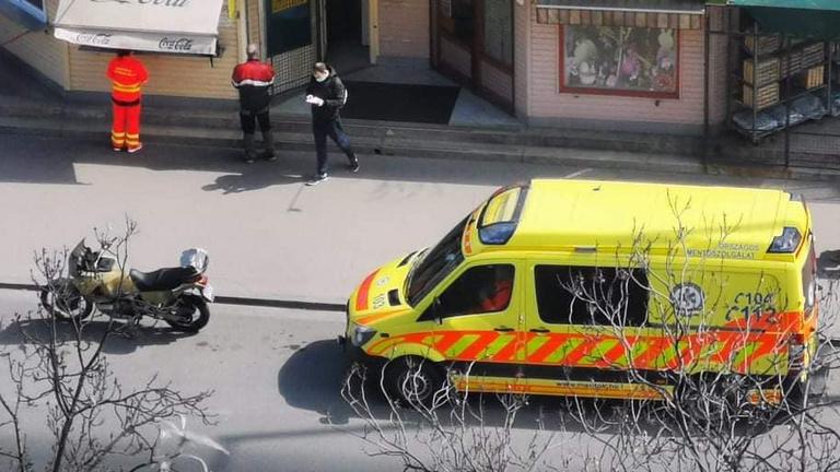Valaki feljelentette az egyik mentőst, aki ebédet vett magának egy büfénél