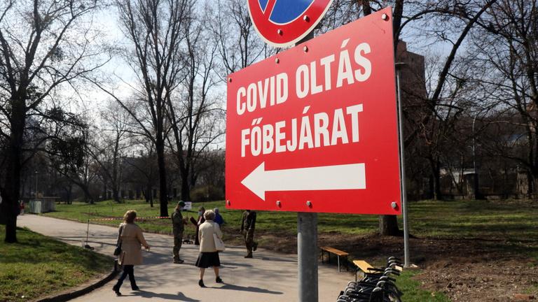 Magyarország élre tört az oltásban, de nincs ok az örömre