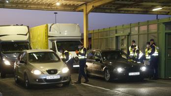 Feltorlódott a kocsisor az osztrák és a szlovén határon