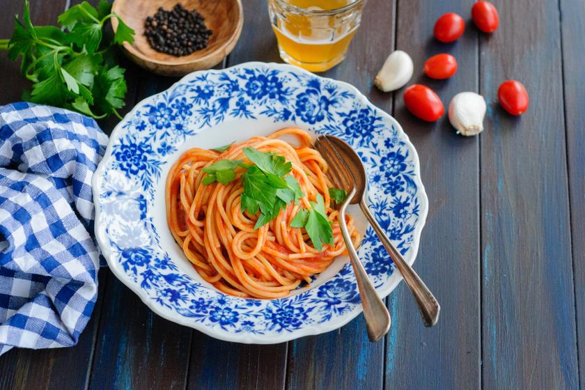 paradicsomos fokhagymás spagetti recept
