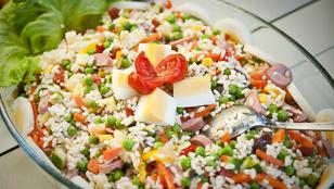 Ez az olaszos rizssaláta langyosan, jó sok zöldséggel a legfinomabb