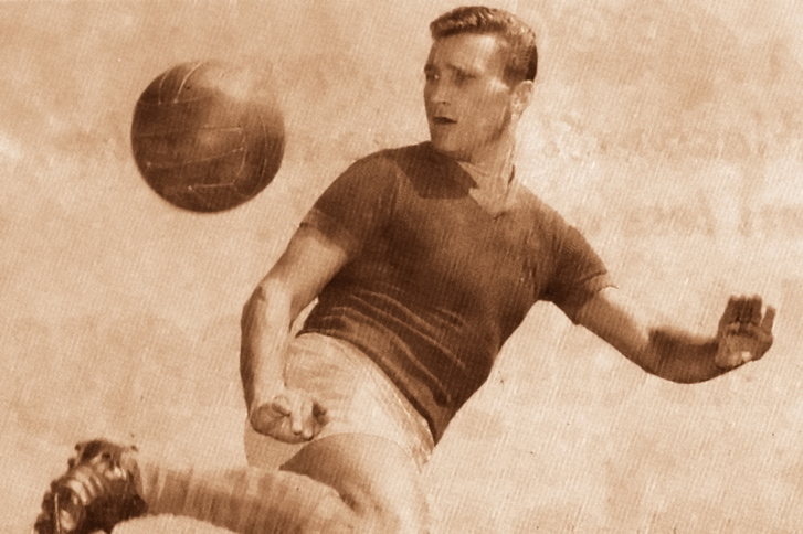 Machos Ferenc edzés közben a Fáy utcai Vasas-pályán