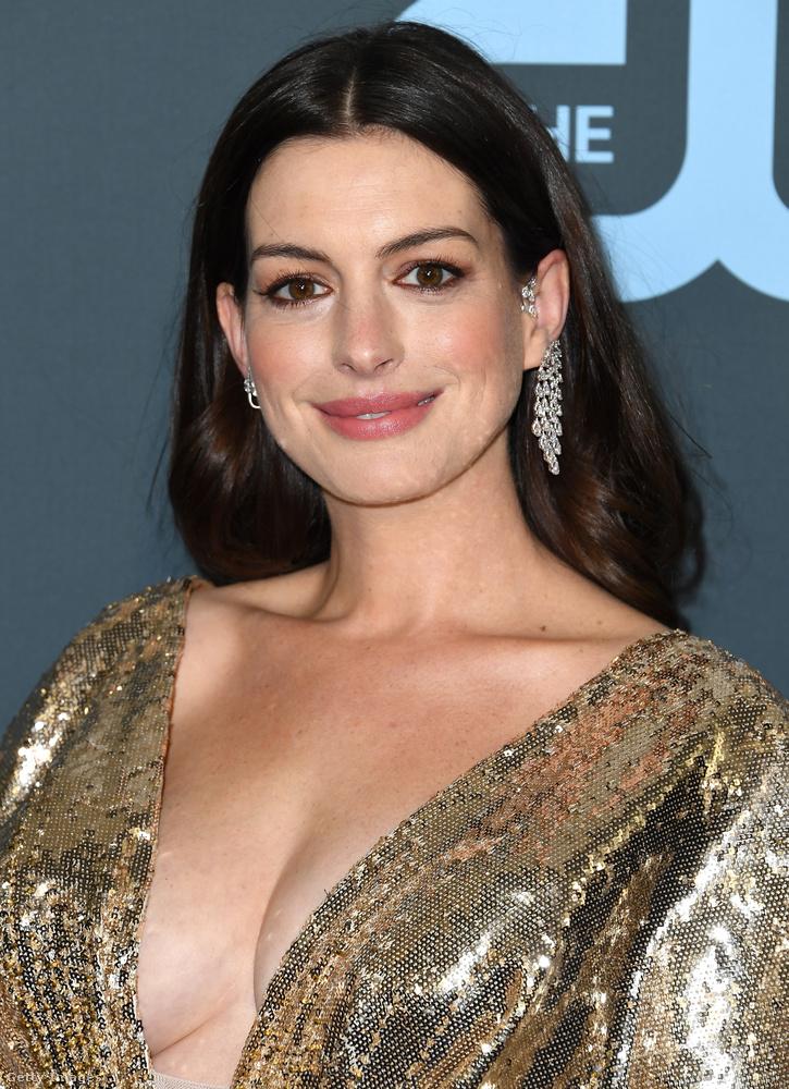 Anne Hathawayt látták-látják.