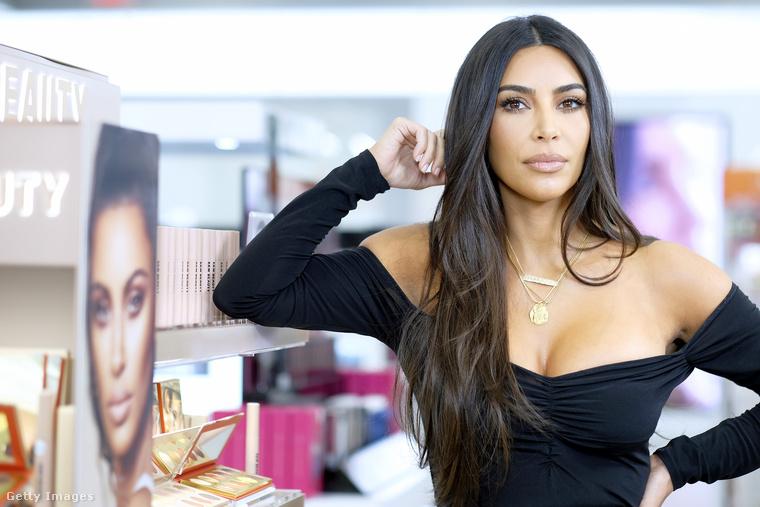 Persze, Kim Kardashian realityceleb-és vállalkozó.