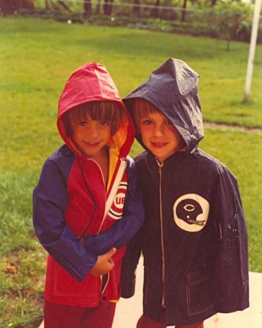 Ezzel a képpel az egyik, képen látható kisfiú köszöntötte a másikat, Shannont (viszonylag biztos vagyok benne, hogy a jobb oldalon áll), születésnapja alkalmából, hiszen testvérek