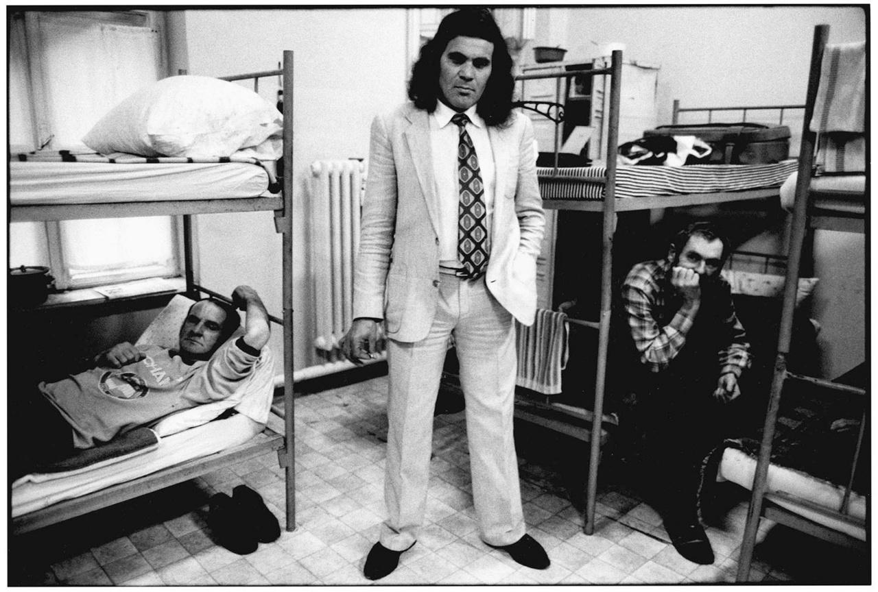 © Benkő Imre Átmeneti szállás. Ózd, 1993
