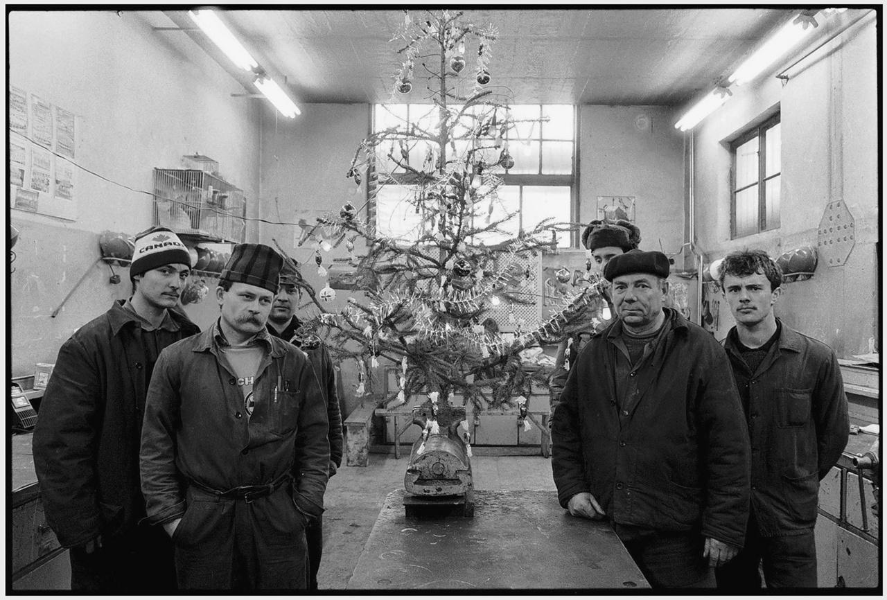 © Benkő Imre - Csőszerelő műhely. Ózd, 1989
