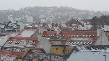 Nem áprilisi tréfa: hóvihar Budapesten