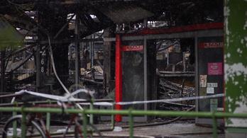 Eloltották a tüzet a szentendrei áruházban, kórházba vittek egy embert
